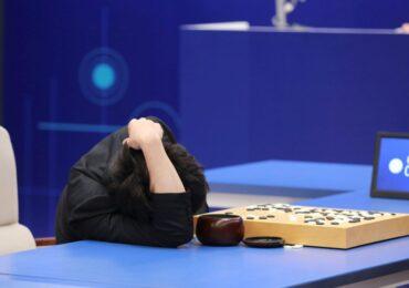 """Bại tướng của AlphaGo tuyên bố sẽ đấu """"trận lượt về"""" với AI"""
