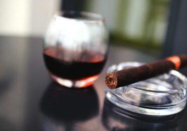 Tại sao thuốc lá có hại mà vẫn được sản xuất?