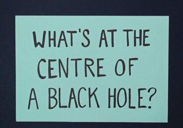 Thứ gì tồn tại ở trung tâm của hố đen?